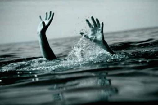 बिहार के गोपालगंज में महिला ने चार बच्चियों समेत खुदकुशी की कोशिश की.