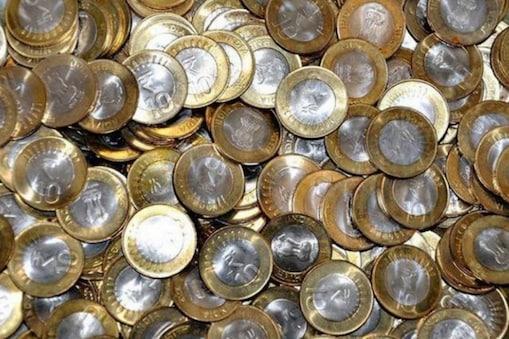 10 रुपये का सिक्का मथुरा में चलन से बाहर है.