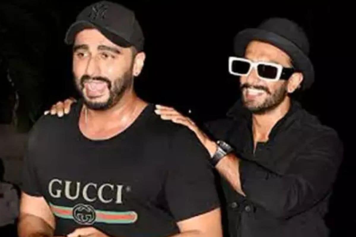 अर्जुन कपूर और रणवीर सिंह की दोस्ती बॉलीवुड में सबसे जुदा है. दोनों की दोस्ती फिल्मों में आने से पहले की है. फिल्म गुंडे में दोनों ने साथ में काम किया. सोशल मीडिया पर भी ये दोनों एक दूसरे को खूब रोस्ट करते हैं.फाइल फोटो