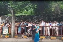 BMC के टीकाकरण केंद्रों में वैक्सीन की किल्लत! रात भर से कतार में खड़े हैं लोग