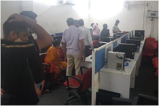 दिल्ली पुलिस ने 29 कंप्यूटर भी बरामद किए हैं.