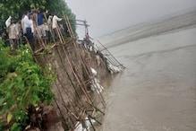 पानी के दबाव से मोहन टोला गाइड बांध ध्वस्त, गांव की ओर मुड़ी नदी की धारा