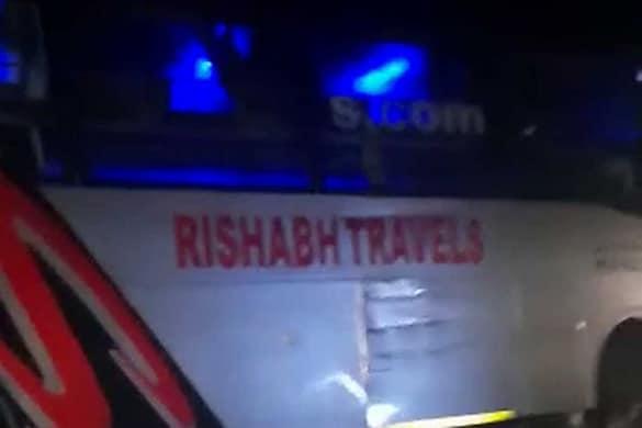 बाराबंकी में भीषण सड़क हादसा। ट्रक ने वॉल्वो बस को मारी टक्कर