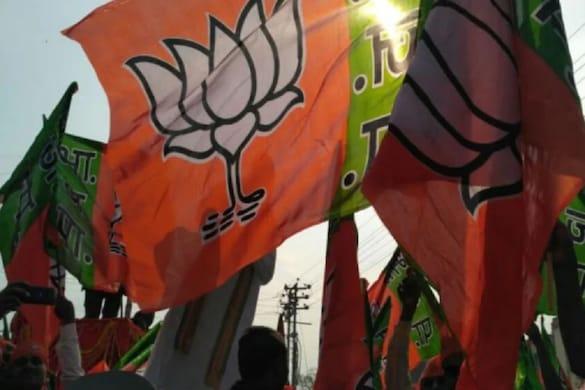 यूपी चुनाव को देखते हुए बीजेपी अपनी आईटी और सोशल मीडिया टीमों को धारदार बनाने की कवायद में लगी है.