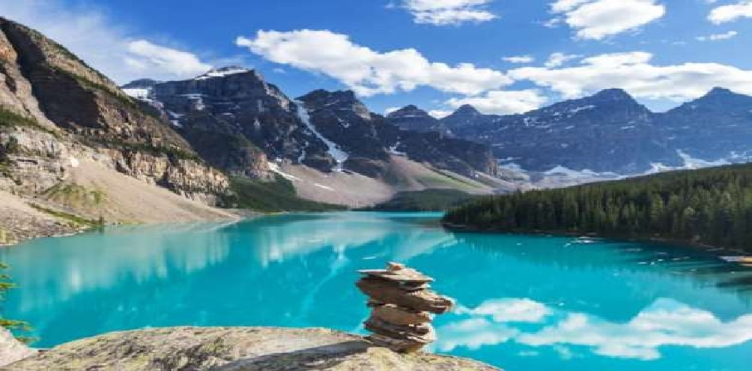 कनाडा का नेशनल पार्क पूरे स्विटजरलैंड से बड़ा है. दुनिया का 20 फीसदी पानी कनाडा की झीलों में ही है.