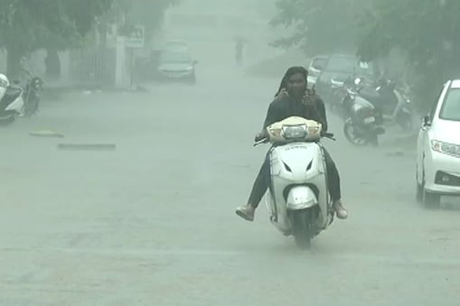अब तक दिल्ली में 44.1 मिमी बारिश हुई है जो सामान्य यानी 104.2 मिमी से 58 प्रतिशत कम है. (सांकेतिक फोटो)