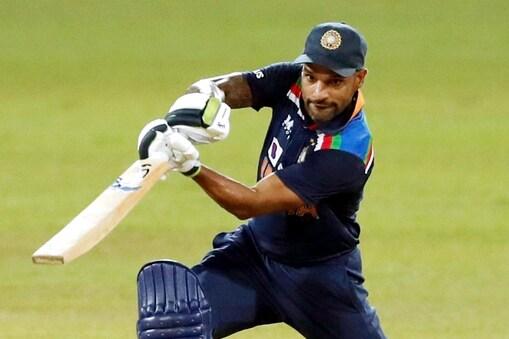 शिखर धवन टी20 अंतरराष्ट्रीय में पहली ही गेंद पर आउट होने वाले पहले भारतीय कप्तान बने. (AP)