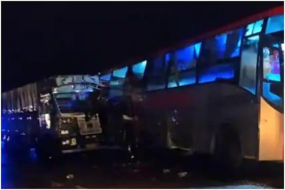 यूपी के बाराबंकी में सड़क हादसे में 18 लोगों की मौत हुई है.
