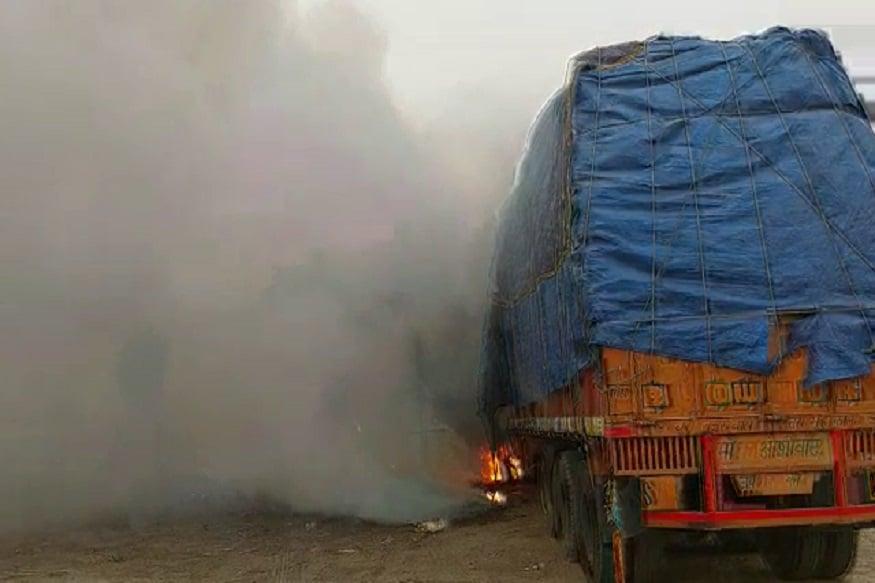 OMG: ट्रक रिपेयर करते वक्त लगी भीषण आग, 2 मैकेनिक बुरी तरह झुलसे