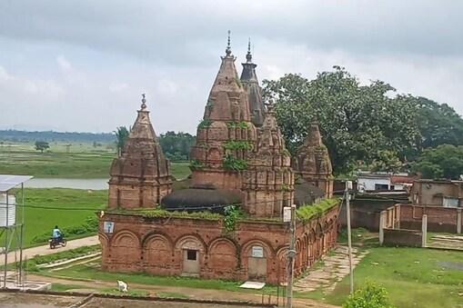 गिरिडीह का पंच मंदिर अपनी भव्यता के लिए जिले में प्रसिद्ध है.