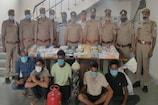 G.Noida Police ने पकड़ा दुकानों के शटर काटकर चोरी करने वाला गैंग, मोबाइल बरामद
