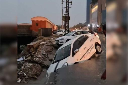 जयपुर में बारिश के कारण बहकर नाले में गिरी कारें.