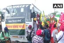 PHOTOS: संसद मार्च के लिए बसों से रवाना हुए किसान, दिल्ली बॉर्डर पर ही रोकने की तैयारी में पुलिस
