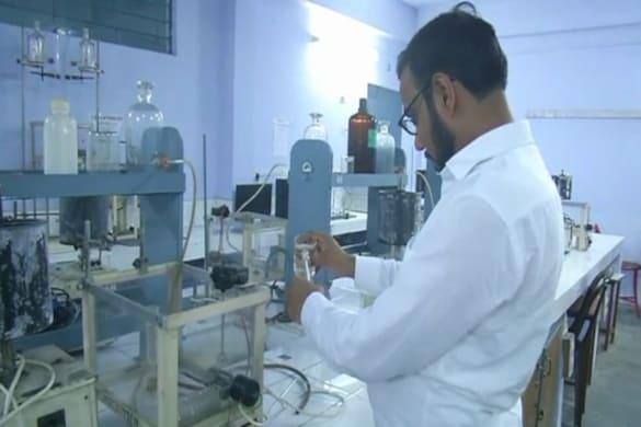 मेरठ के एक प्रोफेसर ने टीबी की नई दवा बनाने का दावा किया है.