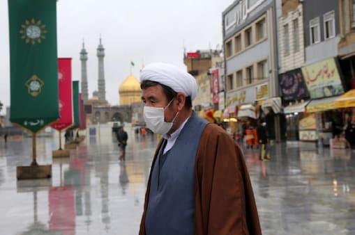 सऊदी अरब में कोरोना से अब तक 8,189 लोगों की मौत हुईं है.  (AP)