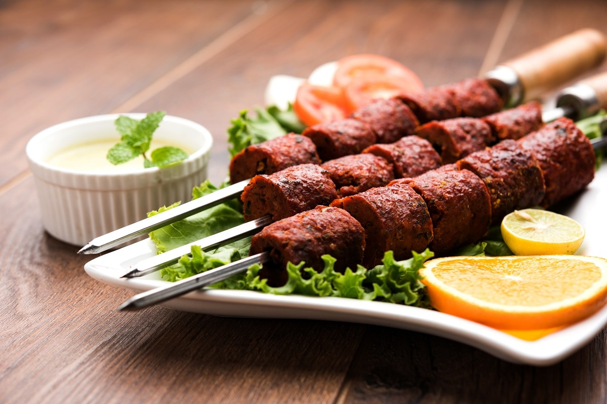 Mutton Seekh Kebab Recipe made with mutton keema spices and oil for eid ul adha 2021 pur– News18 Hindi