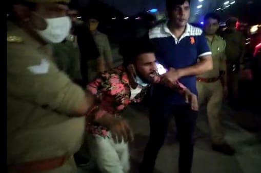 सोमवार की रात बदमाशों और नोएडा पुलिस के बीच मुठभेड़ हुई थी.