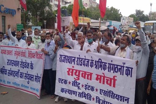 राजधानी जयपुर में आज हुये प्रदर्शन में बड़ी संख्या में रोडवेज के सेवारत और सेवानिवृत कर्मचारी शामिल हुये.