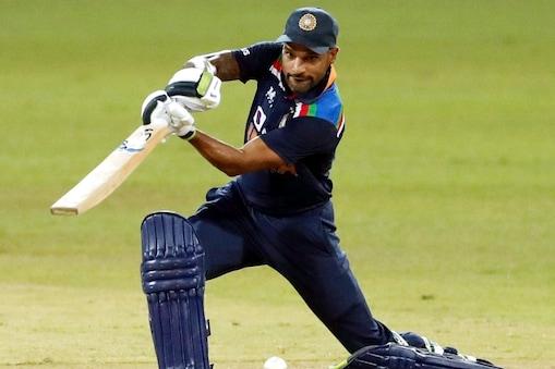 शिखर धवन ने 42 गेंदों पर 5 चौकों की मदद से 40 रन बनाए लेकिन भारत को 4 विकेट से हार झेलनी पड़ी. (AP)