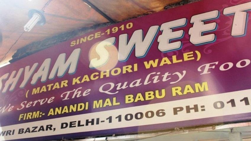 1910 से खिला रहे हैं कचौड़ी, अब दिल्ली में दो ब्रांच भी