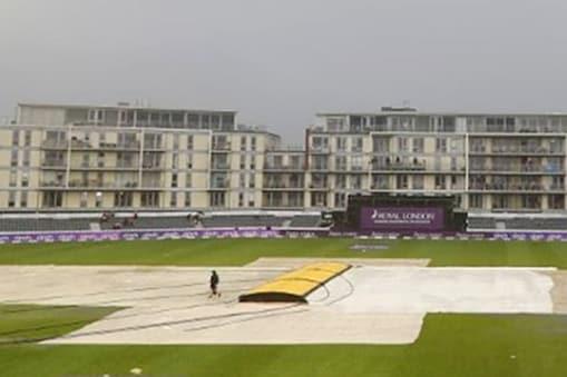 श्रीलंकाई टीम 166 रन पर सिमट गई जिसके बाद इंग्लैंड बारिश के कारण पारी ही शुरू नहीं कर सका. (फोटो साभार- SL Cricket Instagram)