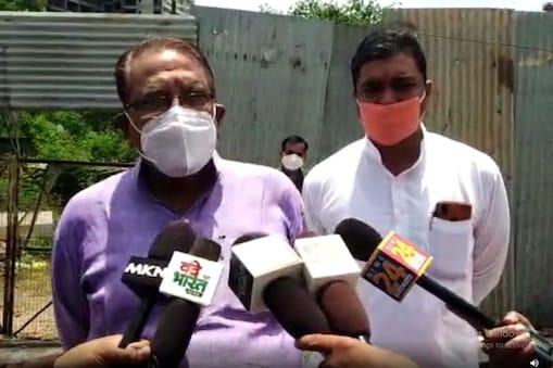 मध्य प्रदेश के पूर्व मंत्री उमा शंकर गुप्ता काटजू अस्पताल की लोकार्पण पट्टिका में अपना नाम लिखवाने पर अड़ गए.
