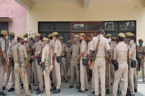 UP: संतकबीरनगर में पुलिस कस्टडी में मौत मामले में थाना प्रभारी को एसपी ने निलंबित कर दिया है.