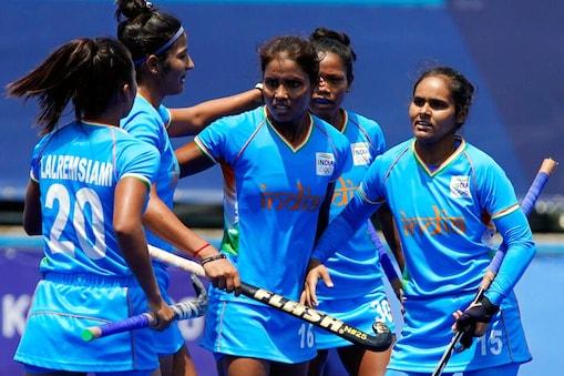 भारत ने दक्षिण अफ्रीका को हराया जिसमें वंदना कटारिया ने शानदार प्रदर्शन किया. ब्रिटेन की जीत से उसका क्वार्टर फाइनल में पहुंचना पक्का हो गया. (AP)