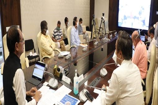 bhopal. अन्न महोत्सव की तैयारी के सिलसिल में भोपाल में सीएम शिवराज ने बैठक ली.