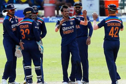 IND vs SL: युजवेंद्र चहल ने पहले वनडे में श्रीलंका के ओपनर अविष्का फर्नांडो को अपने ओवर की पहली ही गेंद पर पैवेलियन भेजा था. (AP)