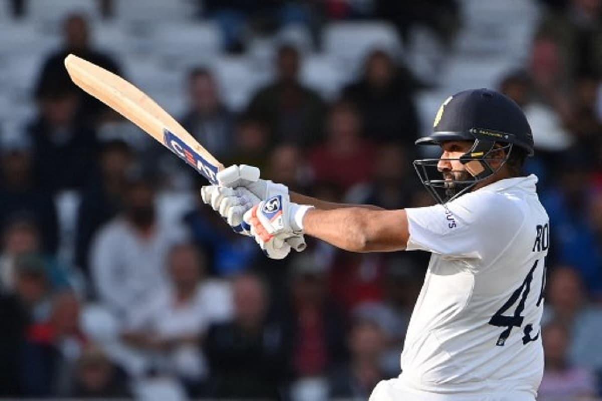 रोहित शर्मा और केएल राहुल लॉर्ड्स टेस्ट में 100 से अधिक रन जोड़ने वाली तीसरी भारतीय ओपनिंग जोड़ी बनीं. उन्होंने पहले विकेट के लिए कुल 126 रन जोड़े. फारुख इंजीनियर-सुनील गावस्कर (131), और वीनू मांकड़- पंकज रॉय (106) यह उपलब्धि हासिल करने वाली अन्य भारतीय जोड़ी हैं. (PIC: AFP)