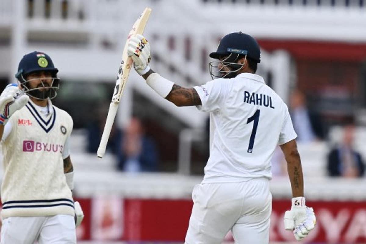 राहुल के पास अब एशिया के बाहर चार टेस्ट शतक हैं, जो किसी भारतीय सलामी बल्लेबाज के लिए संयुक्त रूप से दूसरे सबसे अधिक हैं. वीरेंद्र सहवाग के नाम भी इतने ही शतक हैं. सुनील गावस्कर 15 शतक के साथ इस सूची में सबसे ऊपर हैं. पिछले 6 सालों में एशिया के बाहर भारत की ओर से महज 4 शतक लगे हैं और ये चारों ही शतक केएल राहुल के बल्ले से निकले हैं. (PIC : AFP)
