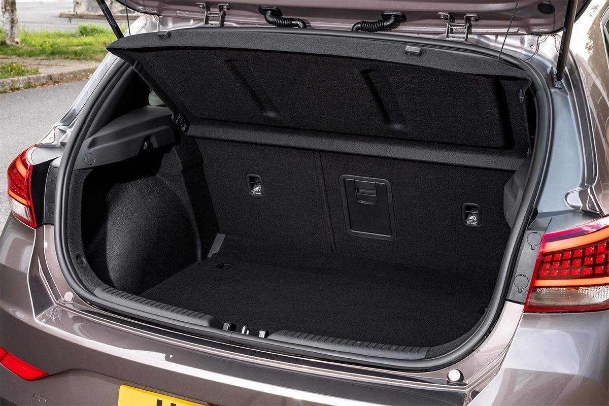 Hyundai i30 Fastback N Line कार को कंपनी इस साल के आखिर में लॉन्च कर सकती है. लेकिन इससे पहले कंपनी अपनी Hyundai i20 N Line कार को लॉन्च करेगी