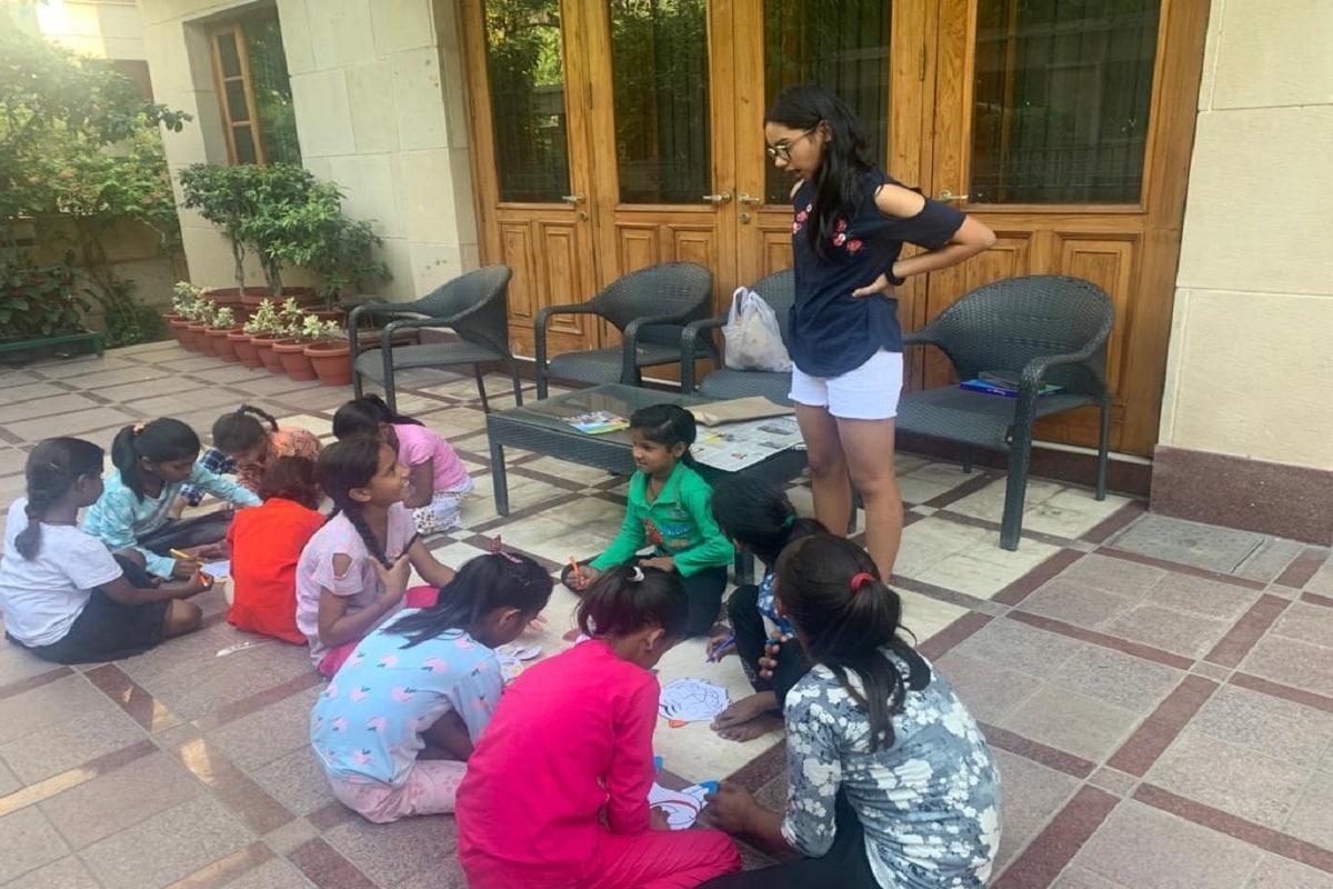 अर्शिया अब तक कई बच्चों की मदद कर चुकी हैं. (Image- Arshya Gaur)
