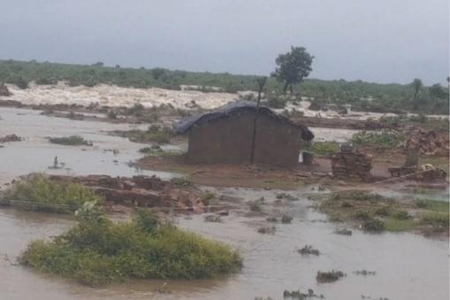 भारी से भारी बारिश में रांची के बाद एमपी का श्योपुर जिला दूसरे नंबर पर है. यहां बाढ़ जैसे हालात हैं.