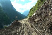 भारी बारिश से चीन बॉर्डर को जोड़ने वाला थल-मुनस्यारी रोड बर्बाद, जगह-जगह दरका