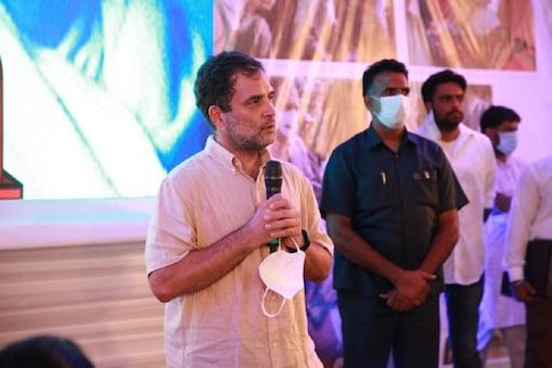 राहुल गांधी ने कोरोना काल में लोगों की मदद करने वाले कांग्रेस के कोरोना वॉरियर्स को सम्मानित किया.
