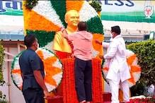यूथ कांग्रेस HQ में लगायी राजीव गांधी की प्रतिमा,राहुल गांधी ने किया अनावरण