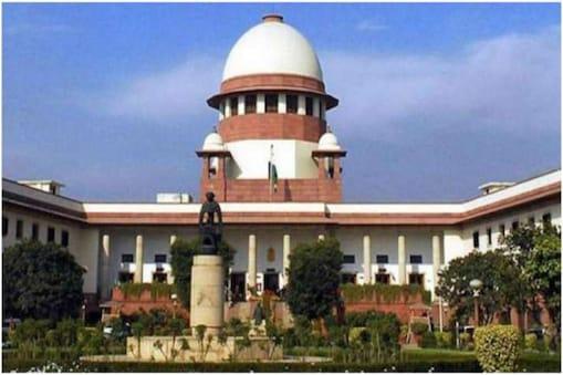 सुप्रीम कोर्ट ने 11वीं कक्षा की ऑफलाइन परीक्षा आयोजित करने के केरल सरकार के फैसले को चुनौती देने वाली याचिका खारिज कर दी है.