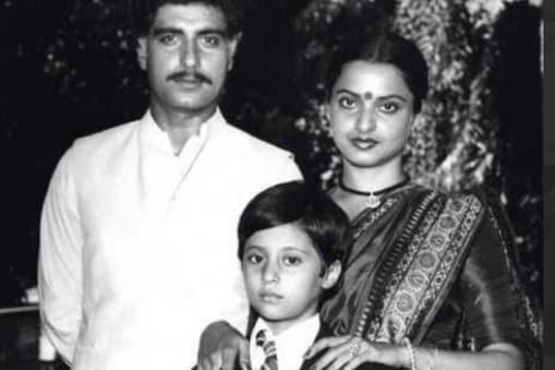 कलयुग उर्मिला मातोंडकर की पहली फिल्म थी. (फोटो साभार: Film History Pics/Twitter)