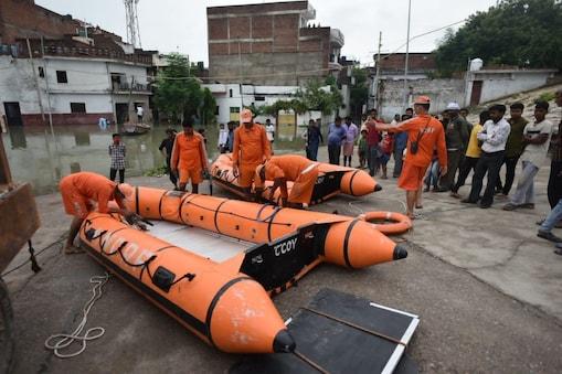 UP News: प्रयागराज में खतरे के निशान को पार कर गई गंगा और यमुना नदियां