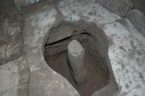Ujjain. महाकाल मंदिर कैंपस के विस्तारीकरण के लिए एक साल से खुदाई का काम चल रहा है. खुदाई में 11 वीं शताब्दी के 1000 साल पुराने परमार कालीन मंदिर का ढांचा सामने आया था. उसके बाद भोपाल से आयी पुरातत्व विभाग की टीम की देख रेख में खुदाई का काम चल रहा है.