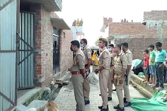 UP: बरेली में मां-बेटी का बंद मकान में शव मिलने से हड़कंप मचा है.