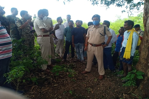 बिहार के जमुई में 8 साल के बच्चे की बलि देकर हत्या के बाद मामले की जांच के लिए पहुंची पुलिस