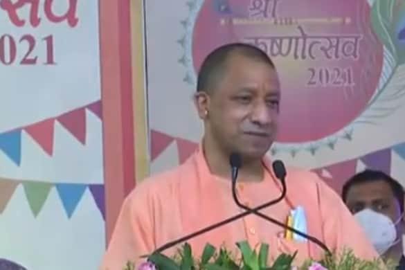 सीएम योगी आदित्यनाथ ने कहा कि जो लोग पहले मंदिर जाने से भी बचते थे वे आज श्रीराम को खुद का बताते हैं.