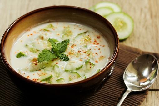 खीरे का रायता रेसिपी (Cucumber Raita Recipe). Image-shutterstock.com