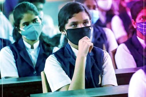 Delhi Schools Reopen: कई स्कूलों ने लंच से पहले तक ही कक्षाएं चलाने का निर्णय लिया है.