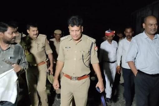 हादसे के बाद मौके पर कई अधिकारी पहुंच चुके हैं और वहां पर मालगाड़ी के बिखरे डब्बों की सुरक्षा में पुलिस तैनात कर दी गई है.