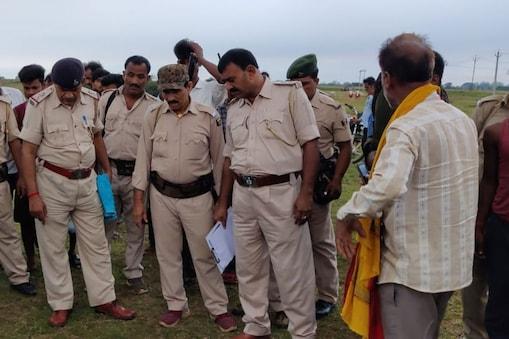 चकाई थाना अध्यक्ष राजीव कुमार तिवारी ने बताया कि अपराधियों को गिरफ्तार करने की कार्रवाई जारी है.