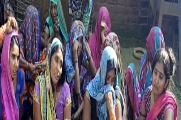 UP: कौशाम्बी में खाना खाने के बाद अचानक एक ही परिवार के तीन लोगों की मौत हो गई, दो गंभीर हैं.